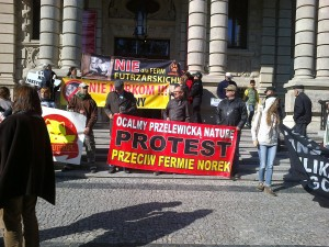 protest przed UW